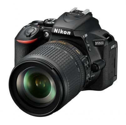 Фотоапарат Nikon D5600 Black  тяло + Обектив Nikon AF-S DX Nikkor 18-105mm f/3.5-5.6G ED VR + Карта памет 16GB SD Class10