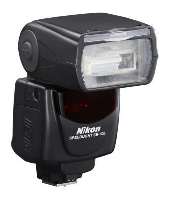 Светкавица Nikon Speedlight SB-700 + Зарядно устройство Panasonic Eneloop с батерии AA 1900mAh (LR06) 4бр